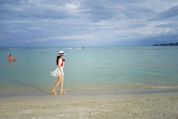 苏梅岛 游记   打卡完毕图书馆酒店,我们顺势就漫步了整个查汶海滩