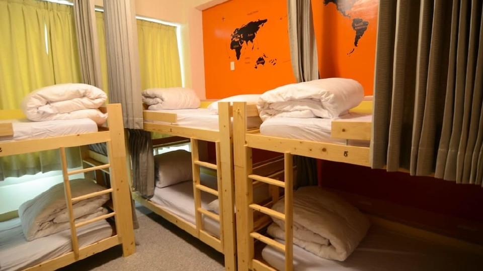 [温馨背包床,按床位计价]8人女生宿舍-须共用卫浴