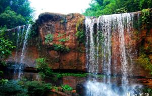 【赤水图片】中国丹霞主题游:丹霞和瀑布相得益彰的燕子岩
