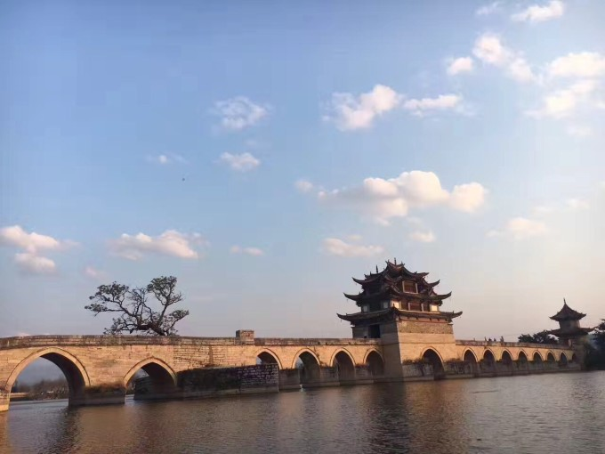 群-罗平金鸡峰丛-普者黑-坝美--元阳哈尼梯田风景区---建水古镇--滇池