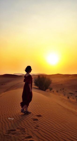 然后等到下午3:00多钟滑沙的司机到酒店来接,凑够一车人之后奔向沙漠图片