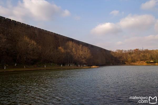 琵琶湖位于钟山风景区外缘,在前湖景区片内.