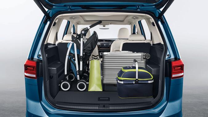 超大行李箱 扩展容积高达1857l,后排放倒后与行李箱地板齐平更配备了