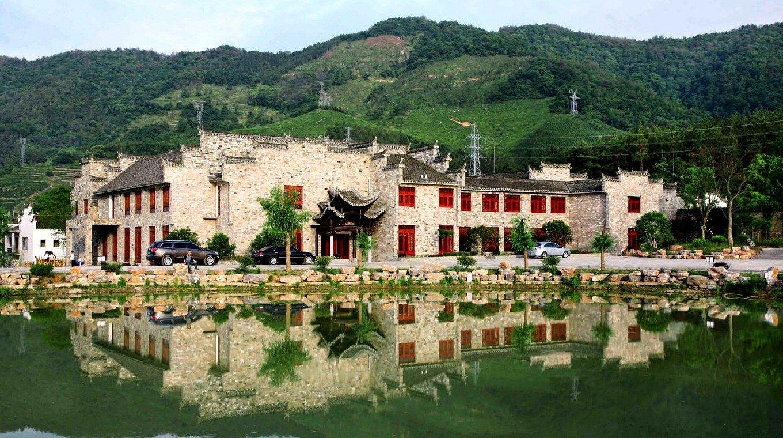 酒店在国家4a级风景区桃花潭,风景秀丽,环境静雅.