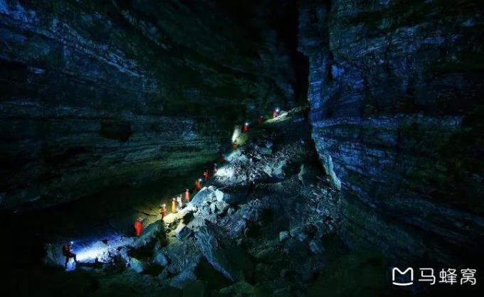 地心深处的探险家—深入本溪神秘洞穴,黑暗侵袭-探洞一日自驾游