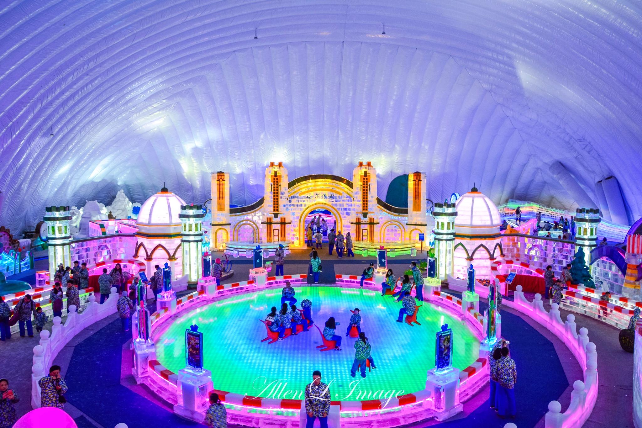 每到夏天,游客可以在室内体验冰雪天地,同样乐趣十足图片