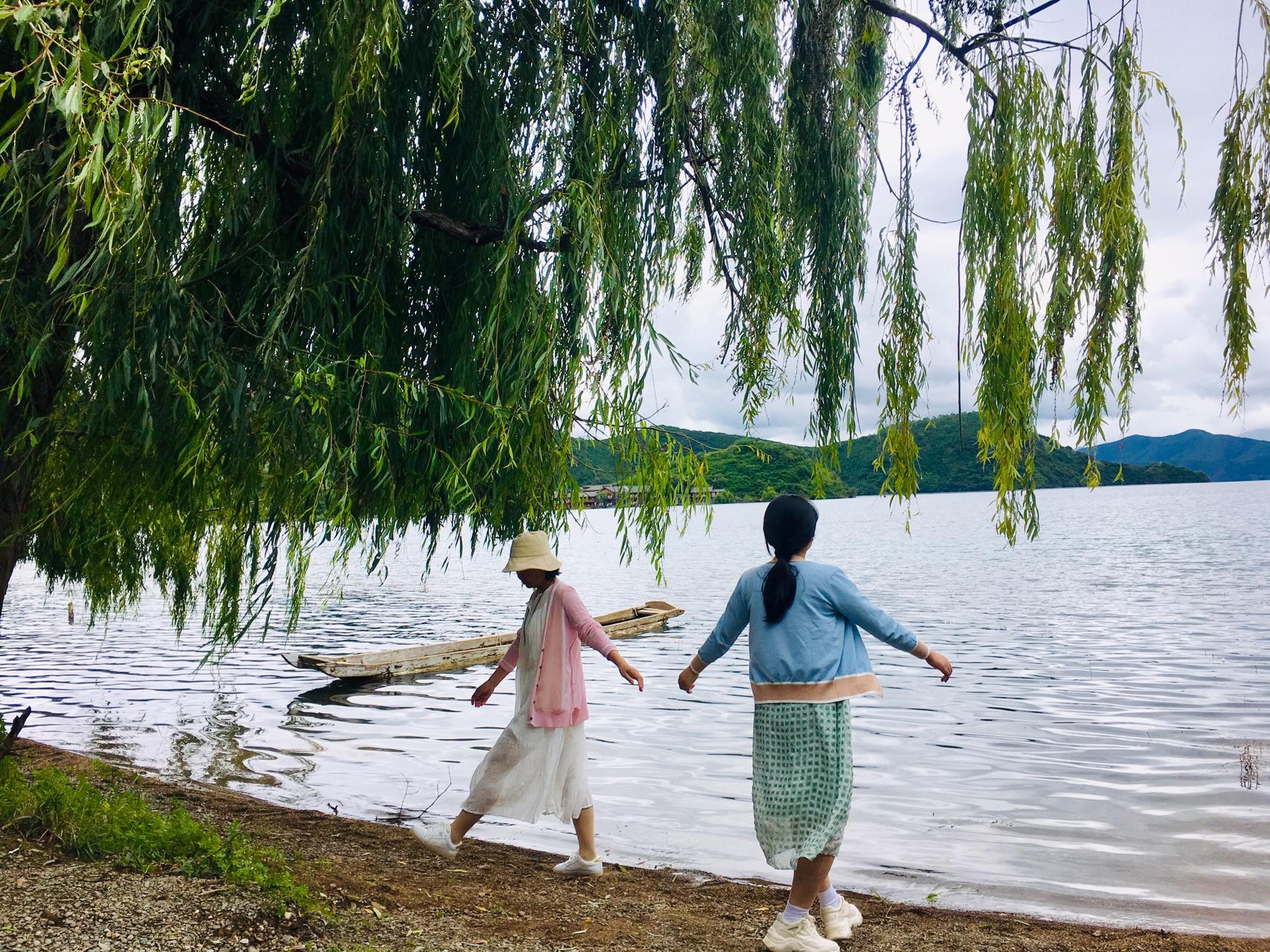 迎着九月的风,去看海、看湖、看心中的日月.....