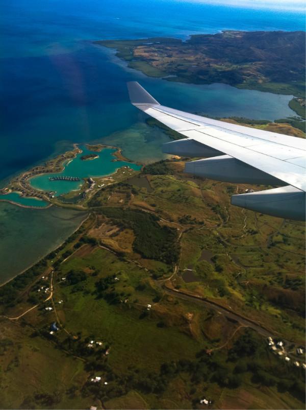 酒店 斐濟 Tokoriki Island Resort - 豪華沙灘別墅 1092斐濟幣=3805元人民幣/每晚 這家酒店是我在斐濟上百的度假村中結合自己的時間和需求選擇的,Tokoriki的確并不是經濟酒店,可以算斐濟的豪華度假村之一,看中它就是個感覺,覺著自己喜歡,當然,服務、餐食、運動、海和珊瑚礁都是相當驚人的,浮潛是會讓人驚嘆的,服務是超棒的,我都記住了員工的名字,餐廳食物是超級好吃的,海上運動是超級豐富細致的。 斐濟度假村選擇很多,從幾百元到上萬元一晚的外島度假村選擇非常豐富,可以根據自己的需