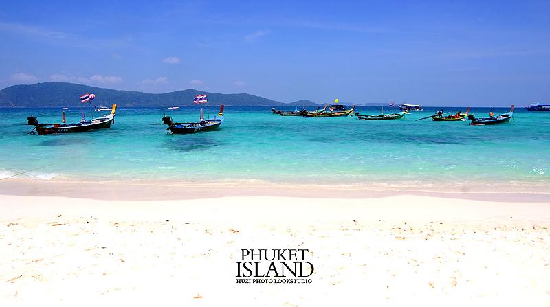 普吉岛开发得早,也很成熟,水上运动和夜生活都很丰富.