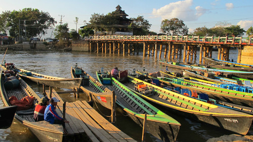 游船   运河   湖边造船厂女工的女儿   运河中的船