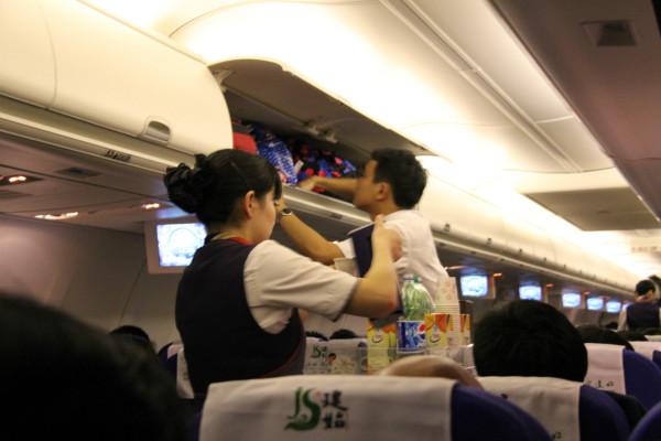 28日早8点50分从成都双流机场坐飞机到北京南苑机场,中午坐大巴安全