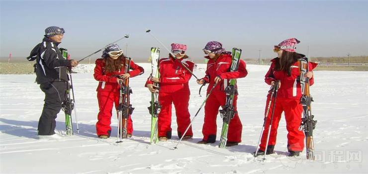 悬壁长城四季滑雪场