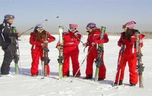 嘉峪关娱乐-悬壁长城四季滑雪场