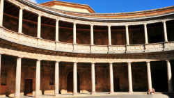 格拉纳达景点-卡洛斯五世皇宫(Palacio de Carlos V)