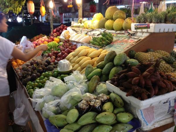 江西/美美的吃完了海鲜大餐又买了点水果,天气太热杀回江西冷。