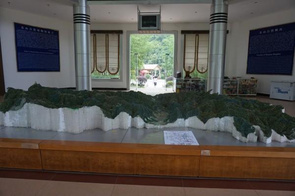 莽山   烙铁头蛇全长可达2米,是 珍藏着国家特级保护动物洛铁头,