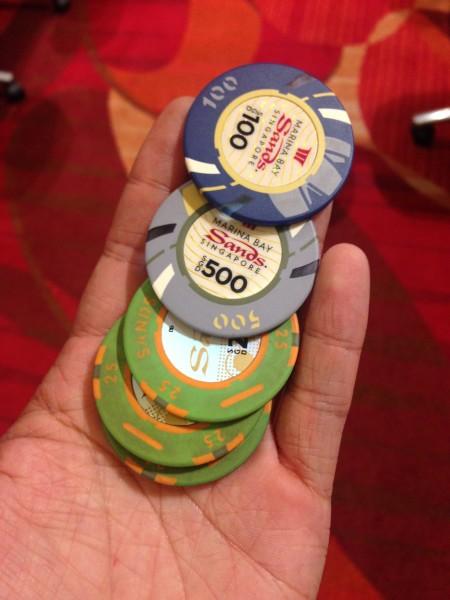 第二天一大早飞巴厘岛,所以我们准备就在赌场赌一晚,于是,一出海关,把