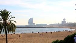 巴塞罗那景点-小巴塞罗那海滩(Barceloneta Beach)