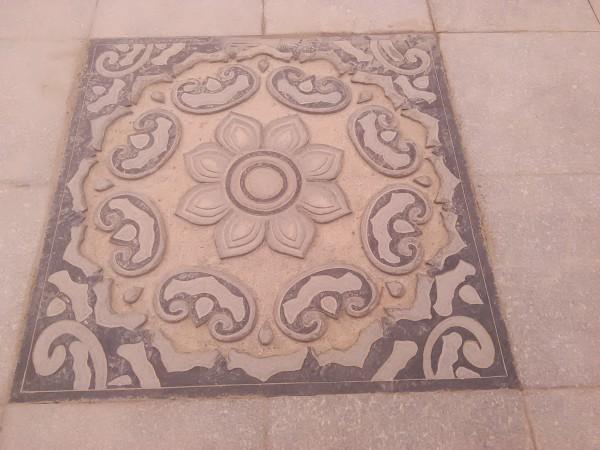 各式莲花纹样的地砖装饰,还是很漂亮的