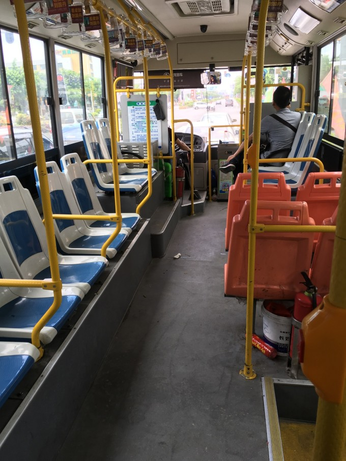 可以随便选 位置坐,舒服 出高铁后,历时2个半小时,在南澳岛后宅旅客
