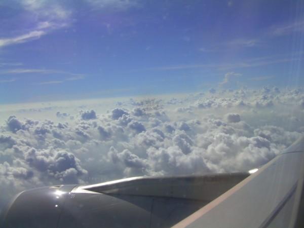 第一次坐飞机降落前,耳膜