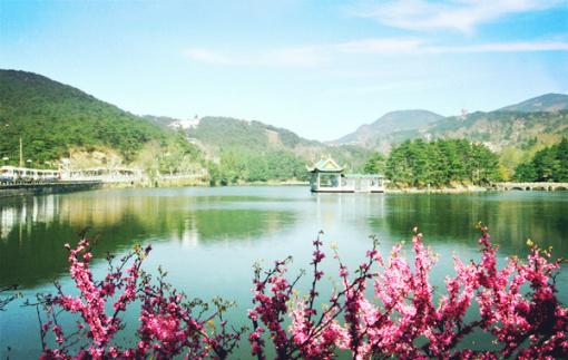 约07:30 九江开车前往世界文化遗产——庐山风景区(90分钟)