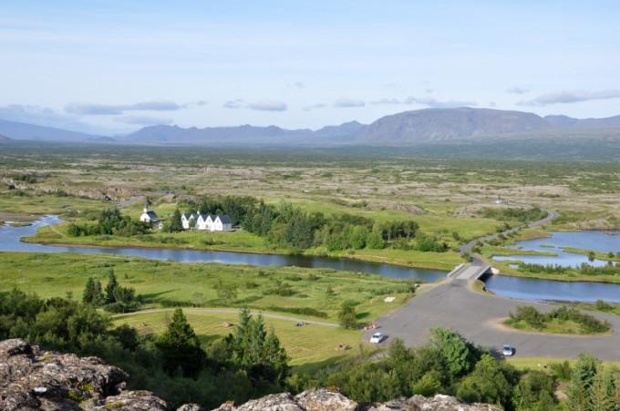 冰岛的第二大城市人口只有2万.